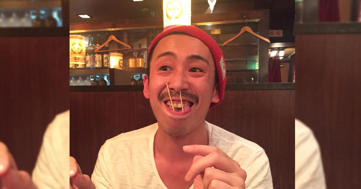 鼻の横のホクロ