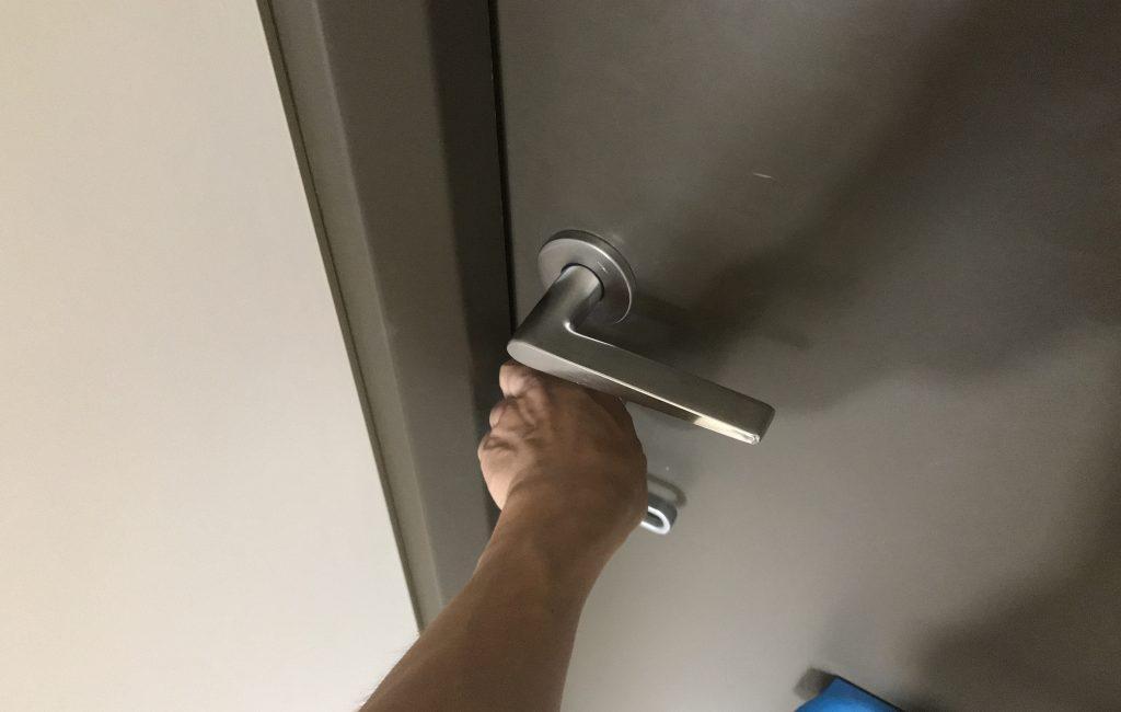 鍵を閉める