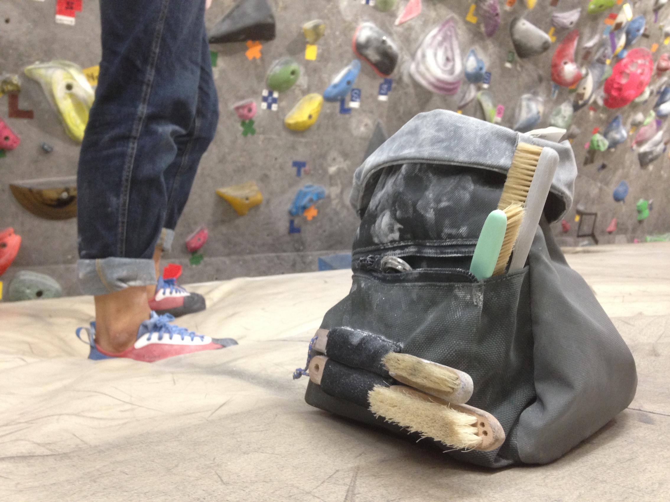 バケツタイプのバッグにブラシ大量