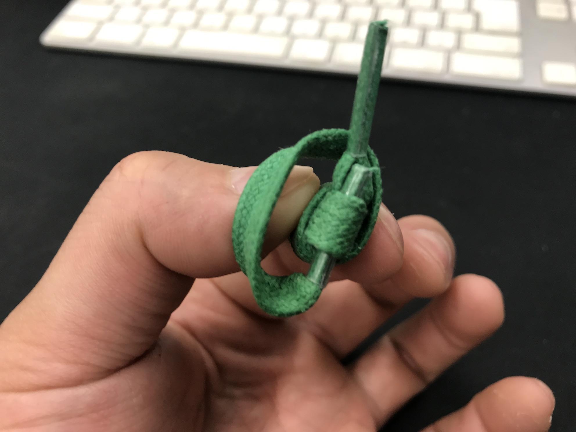 靴紐を棒状にする結び方