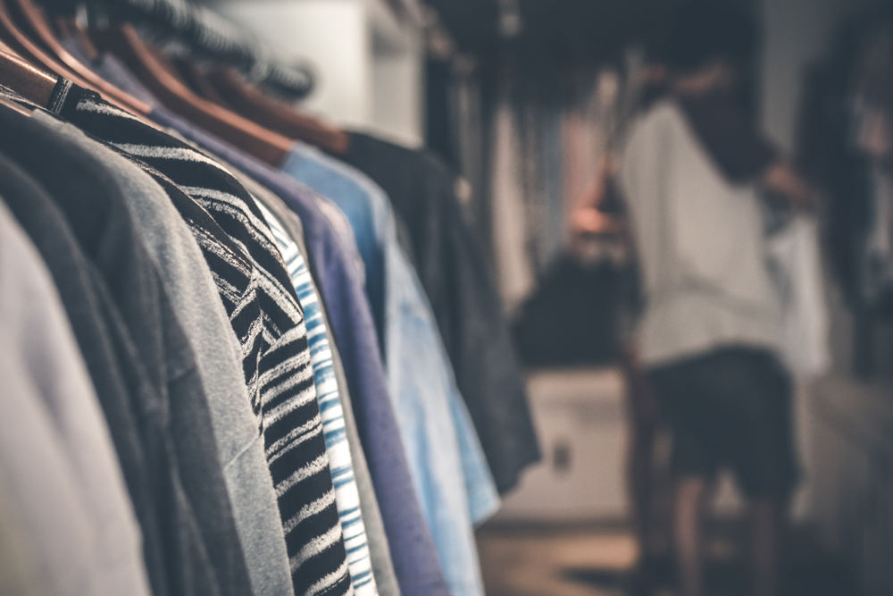 服屋で広げたTシャツはちゃんと畳む