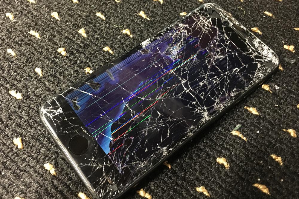 iPhone 画面割れ