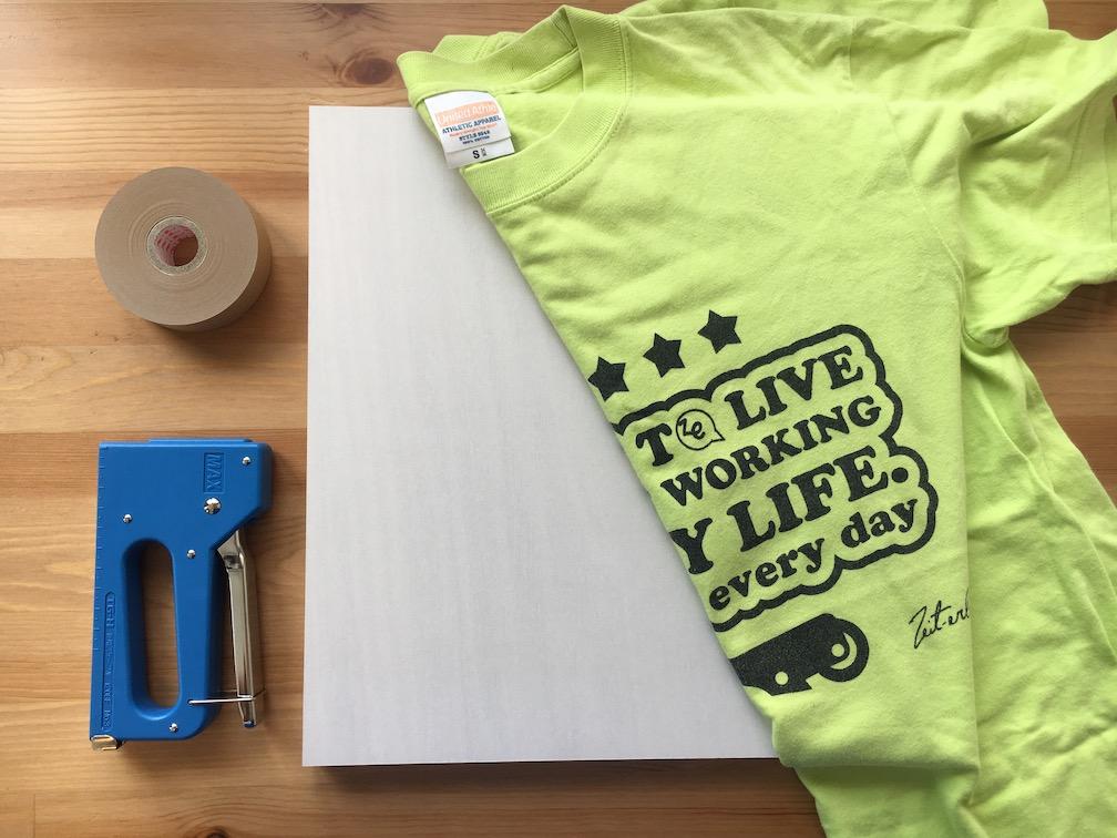 Tシャツでファブリックパネル作り